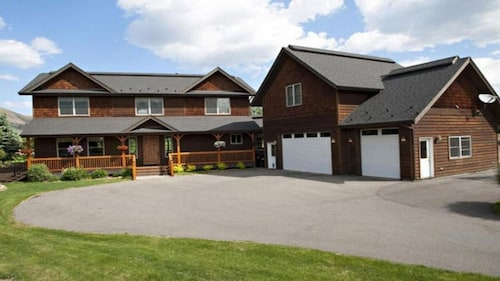 Family Friendly Home Seconds From Town and Easy Access to the Ski Resort