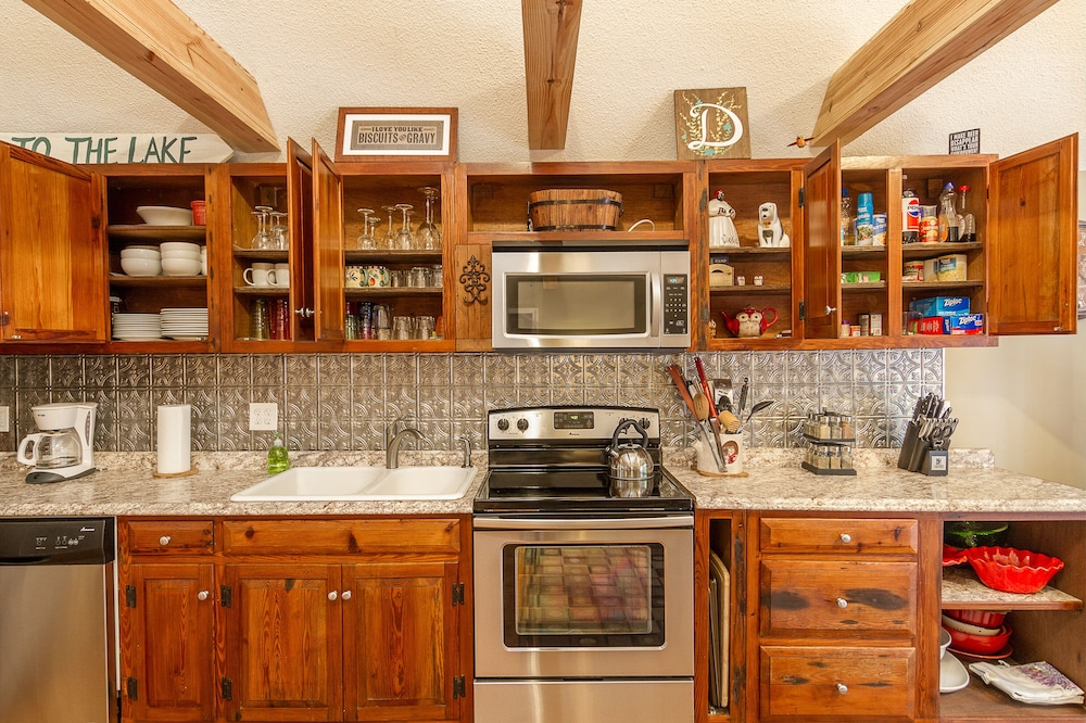 Private Kitchen, Awesome Lakefront Lakehouse Cabin In Lagrange