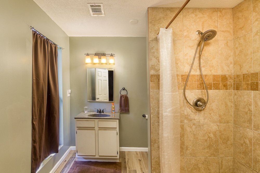 Bathroom, Awesome Lakefront Lakehouse Cabin In Lagrange