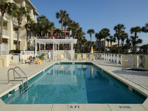 Beautiful Condo Steps From the Beach With Lovely Large Patio