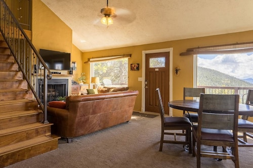 Mountain House On 2.5 Acres - Incredible Views At 9200 Ft!