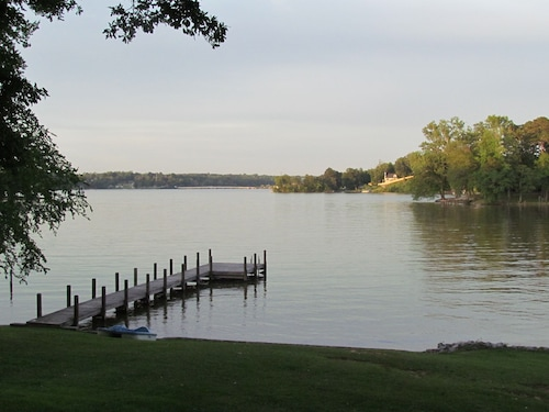 Lake Front Family-friendly Getaway on Lake Greenwood