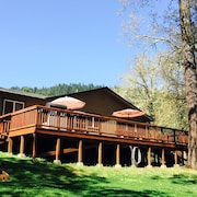 Peaceful Rogue Riverfront Home On 3 Acres!