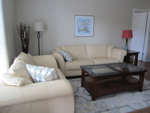 Relax and Explore the Kelowna Lake Country - 2 Bedroom Condo