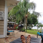 Luxurious Lake House, White Sandy Beach on Little Lake Weir Cozy & Tranquil