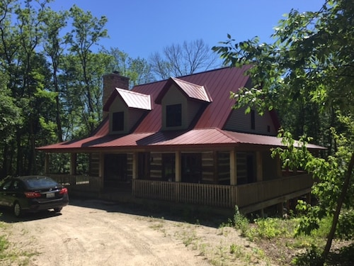 Family Friendly Cabin With Modern Kitchen, Working Fireplace, Wrap Around Porch!