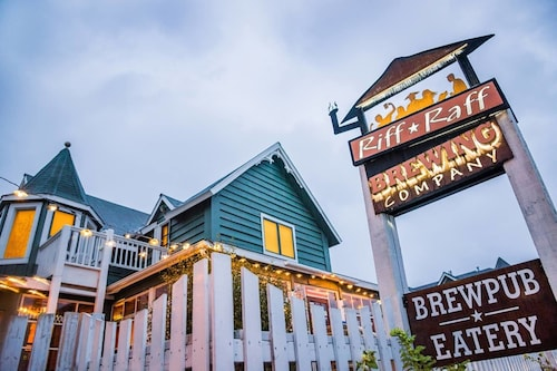 Got Beer? 1-br Sleeps Four Above Riff Raff Brewing's Historic Downtown Brewpub