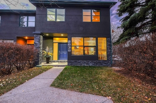 Upscale Family Home - 20 min to Spruce Meadows & 7 min to Stampede Grounds