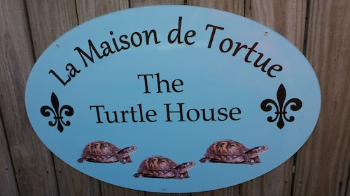 The Turtle House: une Escapade Cachée à Old Ocean Springs
