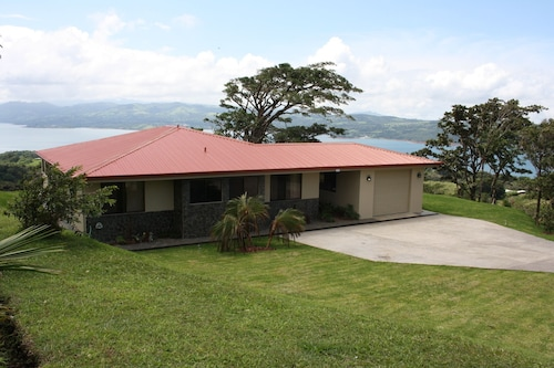 Arenal Volcano and Lake View Getaway In The Hilltops Of Rio Piedras