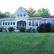 Beautiful, Private Oceanfront Cottage on Penobscot Bay