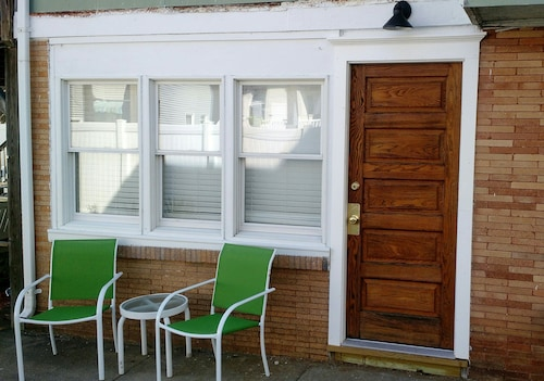 Newly Renovated First Floor Apartment, Close to Beach and Boardwalk, Sleeps 4