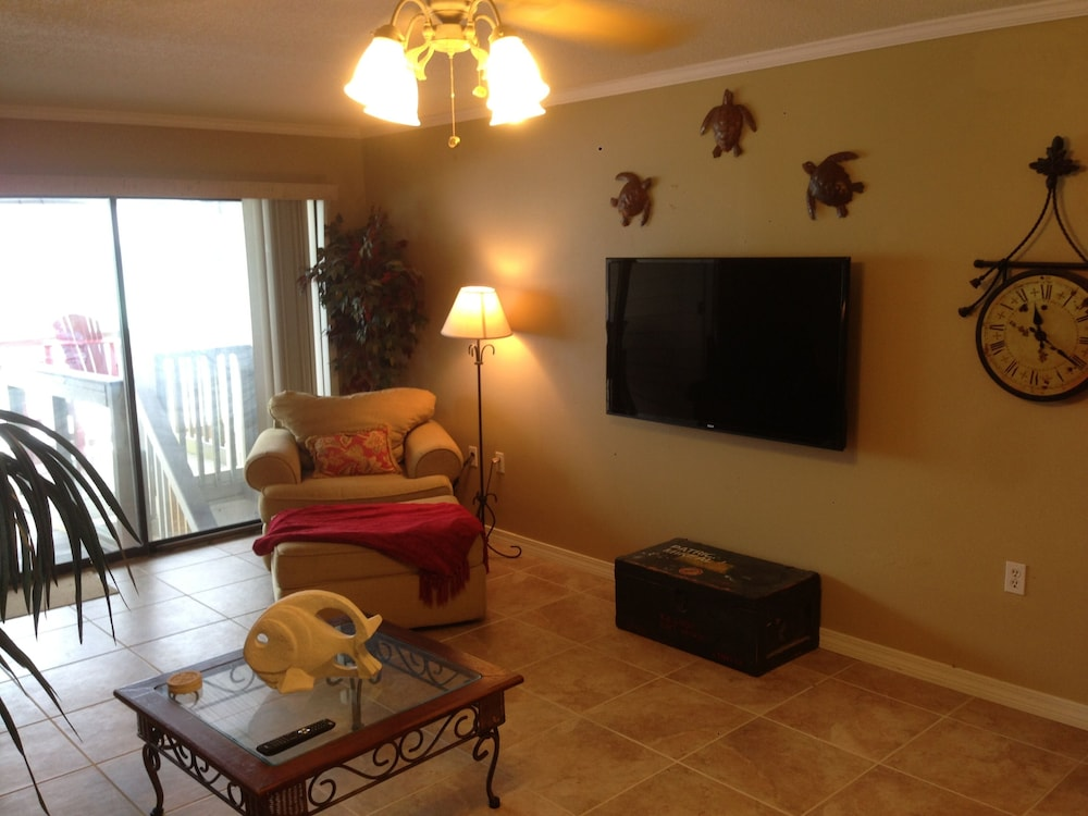 Living Room, Sticks In The Sand 1A, Private Beaches! 2 Bedroom, 2.5 Bth Sleeps 8