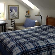 Beautiful Sand Point Lighthouse Room Sleeps 3 Located In Linnas Lodging