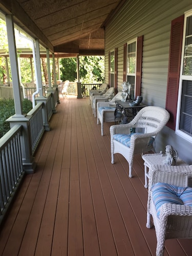 Beautiful North Fork Vacation Home - Wineries, Beaches, Waterpark, Dining