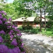 Vacation Home in Wooded Retreat 1/2 Mile From Raystown Lake