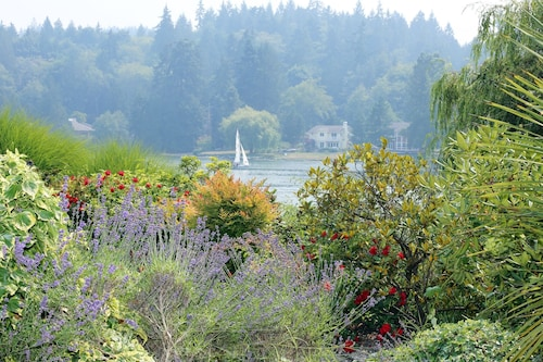 Great Place to stay Luxury, Waterfront Home, on Acreage. Perfect For Family Reunion or Vacation near Bainbridge Island