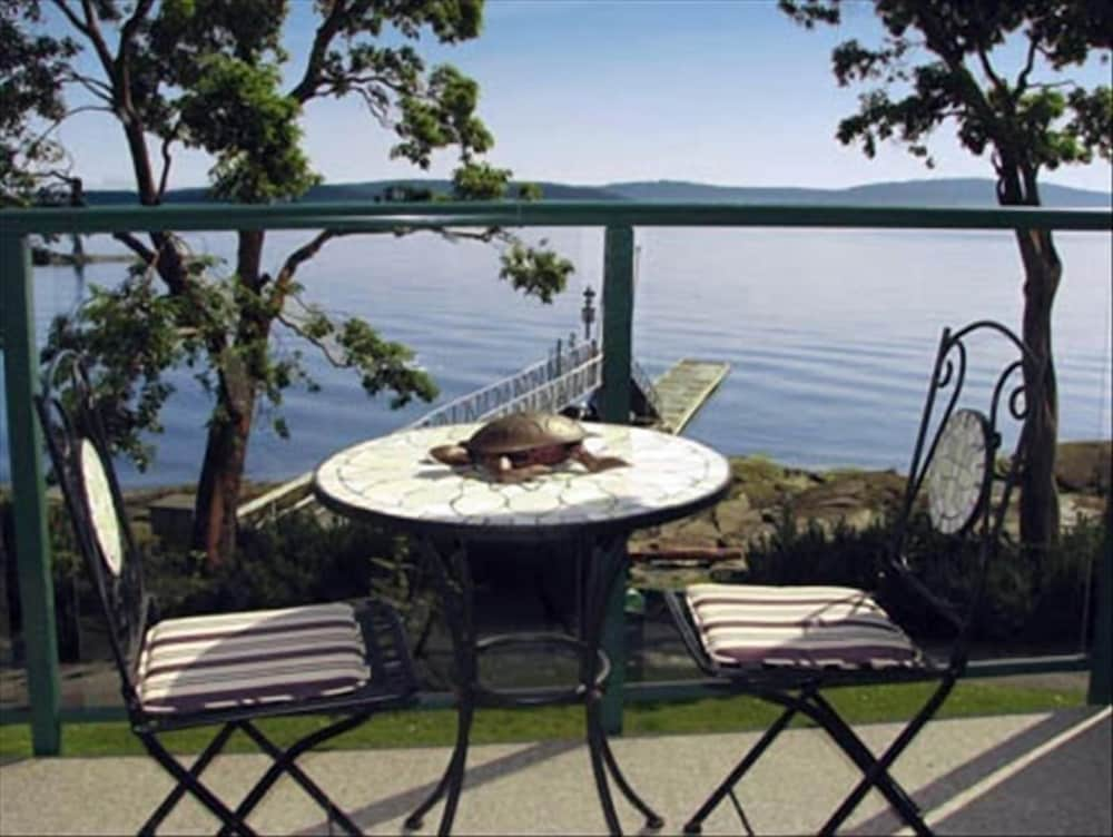 Balcony, Great Price !! Oceanfront , Outdoor Hottub Fall Special $135.00 a Night