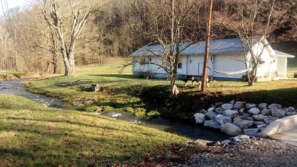South Holston River Cabin in Bluff City   Hotel Rates & Reviews on