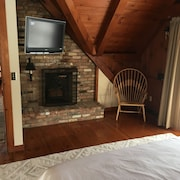 New! Clean & Cozy Hillsdale Cabin, Minutes to Catamount, Tanglewood