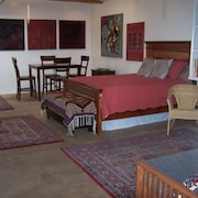 Sallie's Best Guesthouse: Great Neighborhood, Comfortable, Convenient, Beautiful