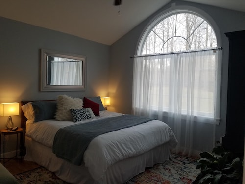 New Luxury Retreat is the Perfect Accommodations Centrally Located to NVA & DC