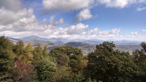 Boone Downtown 5 Minutes, Gated Community, Gorgeous View