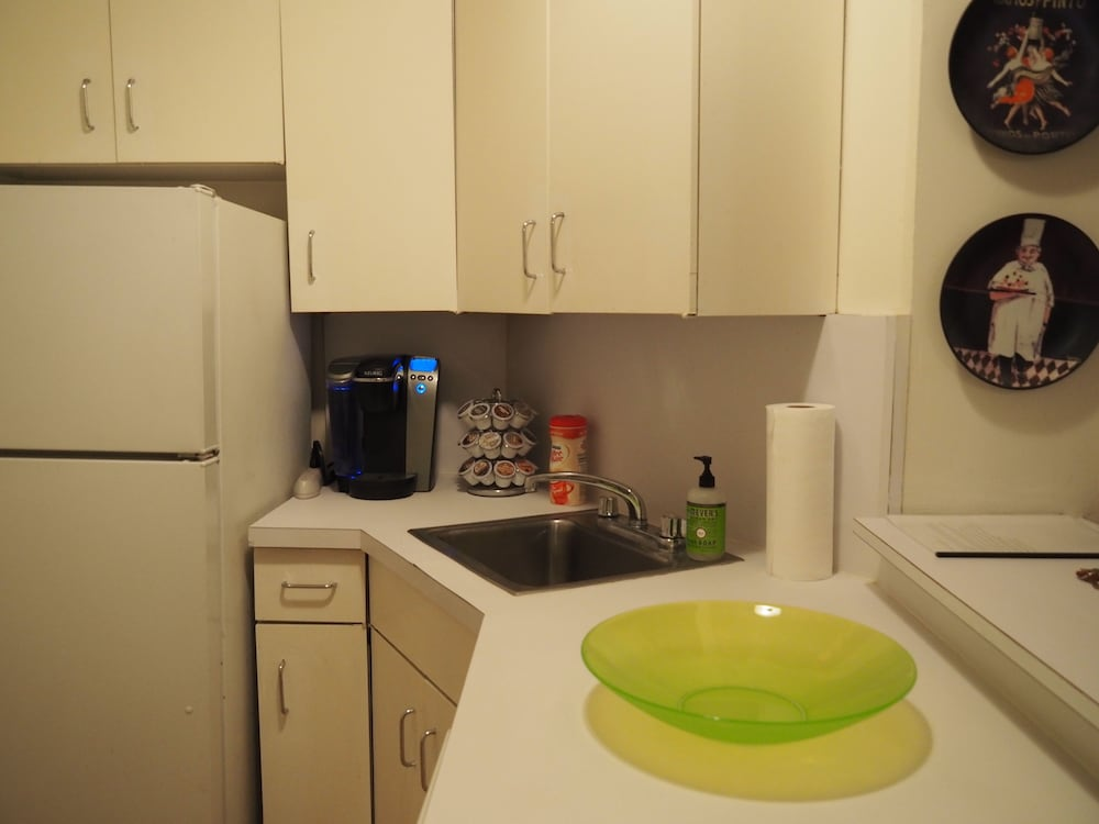 Private Kitchen, Fabulous Elegant Romantic NYC Condo-best Area of Manhattan-shopping, Restaurants