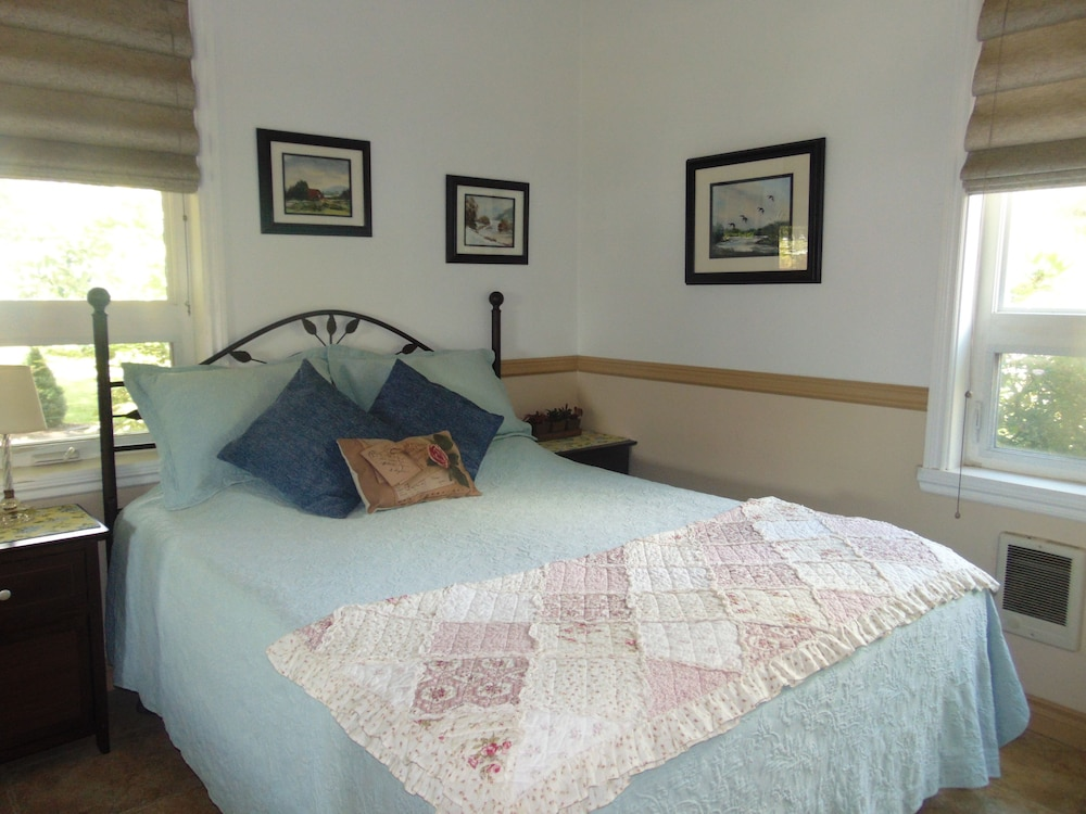 Room, Scenic Willamette Valley Location; Peaceful Country Retreat