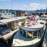 Adorable Pied-à-terre Houseboat in the Heart of Seattle - Dive Into a Staycay!