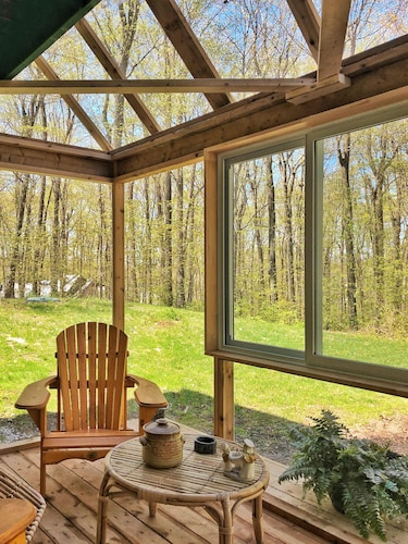 Cozy House East Ottawa With Sunroom Private Forest View