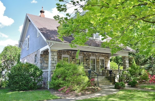 Charming Craftsman in the Heart of Berkeley Springs