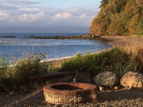 Stay at the Best Olympic Peninsula Ocean Beach Retreat!