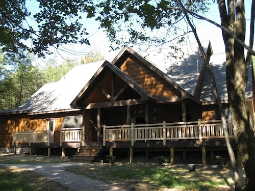 Great Place to stay October Festivals, Leaves! Located Near 7 Springs /resort Skiing, Golf Nearby, near Somerset