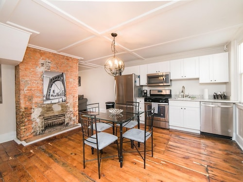 Renovated Carriage House In Historic Northside