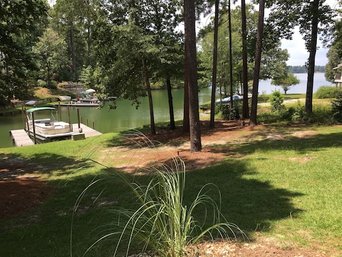 Large, Newer Lakehouse is Private, Very Affordable for Groups, Spacious!