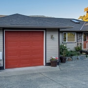 Spacious Ocean View Home, Walking Distance to Cowichan Village and Heron Rookery