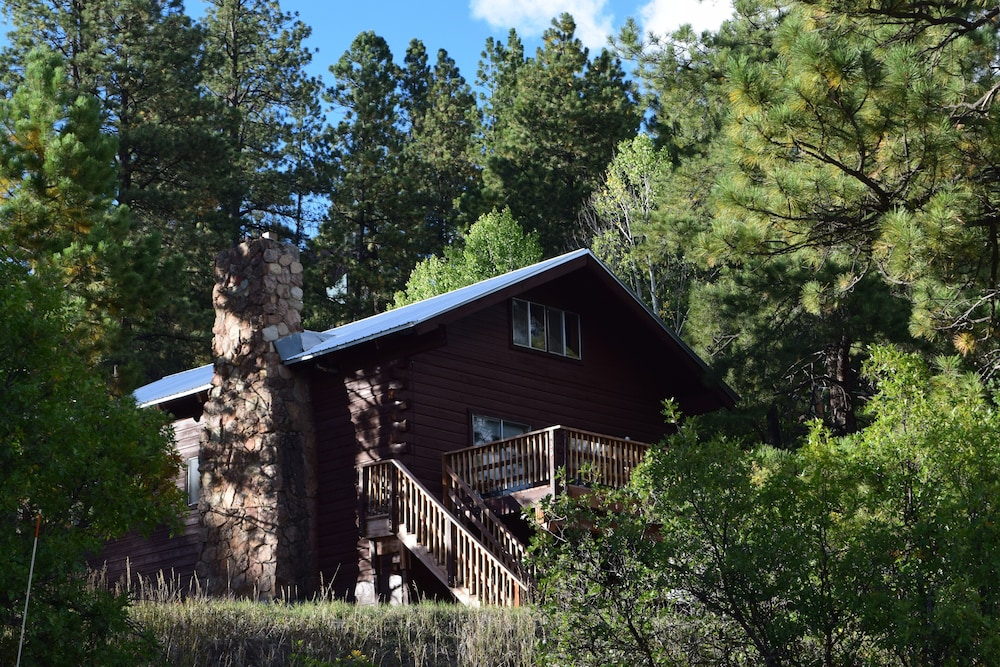 Featured Image, Large Rustic Cabin & Mountain Views