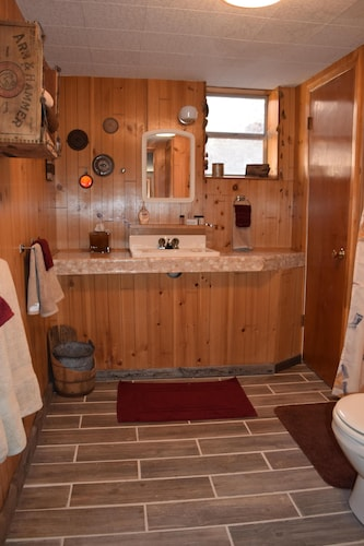 Bathroom, Large Rustic Cabin & Mountain Views