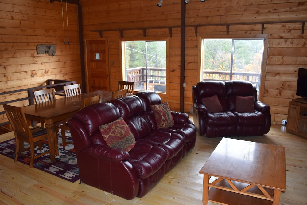 Living Room, Large Rustic Cabin & Mountain Views