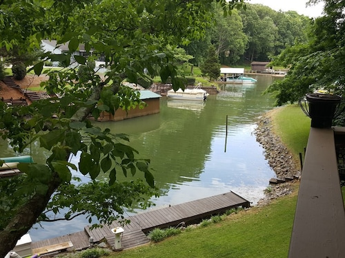 Great Place to stay Relax, Unwind and Enjoy at This Lake Norman Waterfront Getaway. Sleeps 8 near Mooresville