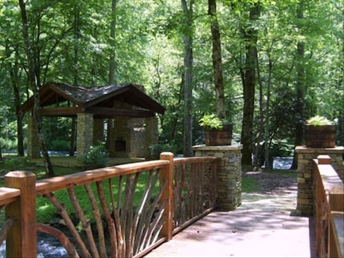 Property Grounds, Riverfront Cabin on Nantahala River, Minutes From NOC