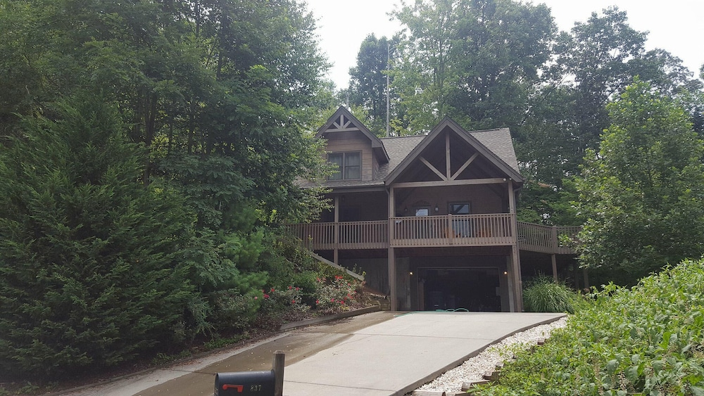 Exterior, Incredible 5 Star Luxury Cabin, Family Friendly, pet Friendly, Close TO Downtown