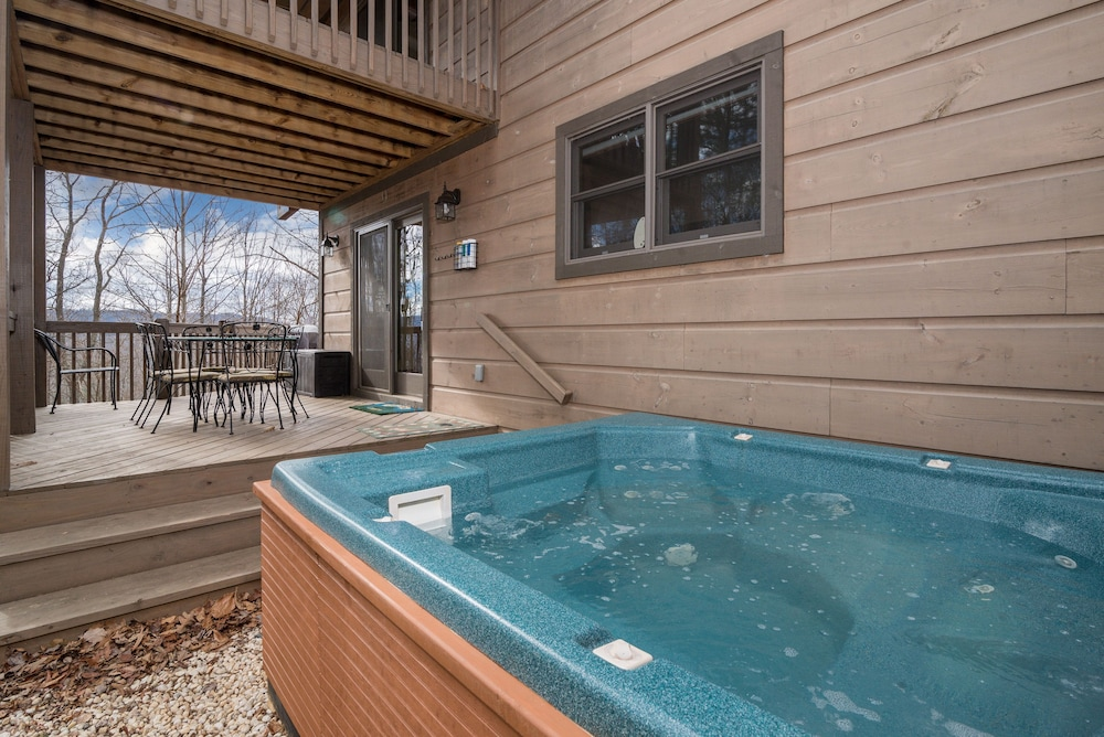 , Incredible 5 Star Luxury Cabin, Family Friendly, pet Friendly, Close TO Downtown