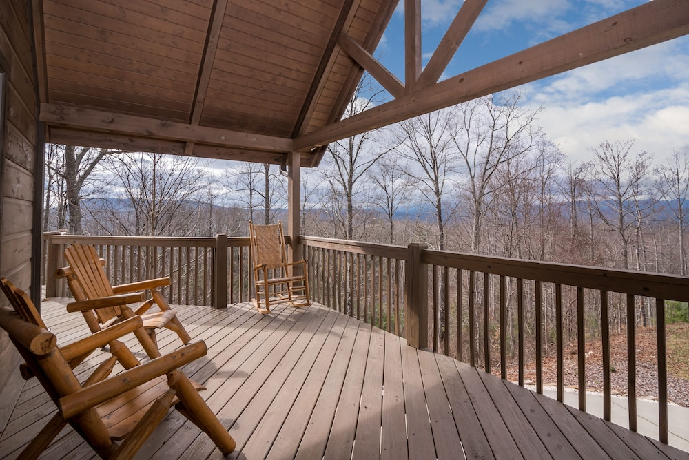 Terrace/Patio, Incredible 5 Star Luxury Cabin, Family Friendly, pet Friendly, Close TO Downtown