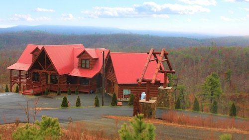 Amazing Blue Ridge Mtn View Cabin - Perfect for Reunions & Corporate Retreats!