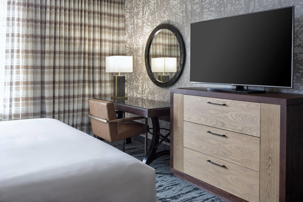 Room, Gaylord Rockies Resort & Convention Center