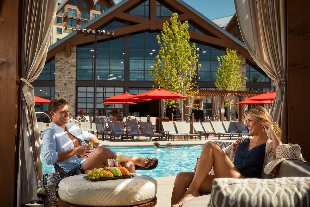 Pool, Gaylord Rockies Resort & Convention Center