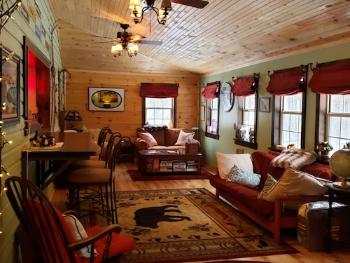 Cozy 2 Bedroom Whiteface Mtn Cabin