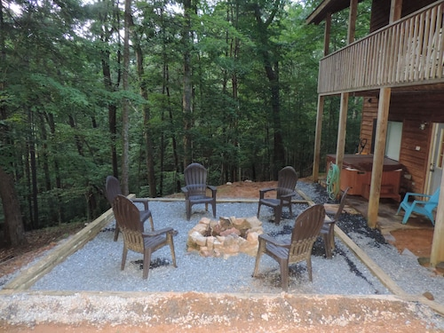 Secluded 4 Bedroom Cabin With Hot Tub, Game Room in the Coosawattee River Resort